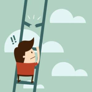 un homme monte à l'échelle mais un barreau est cassé