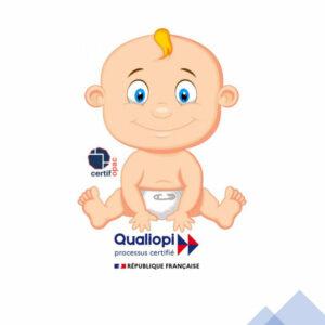 un bébé représentant un organisme de formation est assis sur le logo qualiopi
